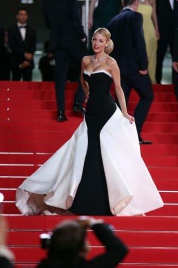 Dressed To Thrill Blake Lively In Full Red Carpet Drsess Mode
