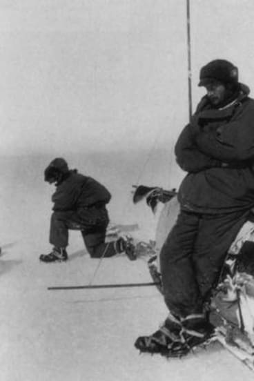 Douglas Mawson kitted for sledging on the way to Aladdin's cave, November 1912.
