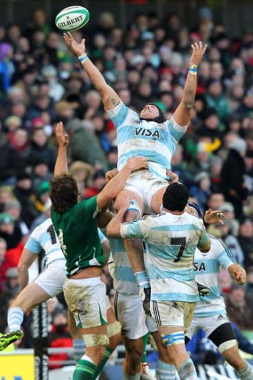Argentina's Santiago Guzman (top) tries to catch the ball during a lineout.