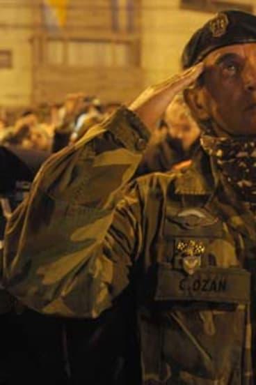 Argentinian veteran Cesar Ozan salutes fallen comrades in Ushuaia.