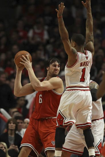 The big men ... Milwaukee's Andrew Bogut tries to elude the defence of Chicago Bull Derrick Rose.