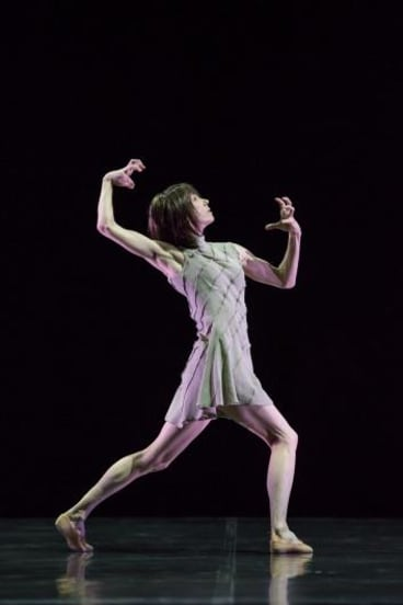 Sylvie Guillem performs Techne.