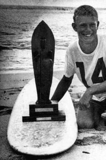 Midget Farrelly and Makaha Trophy in January 1962.