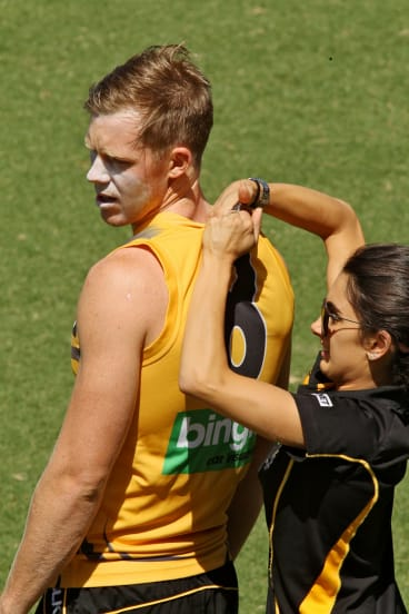 Jack Riewoldt is fitted with a GPS in 2014.