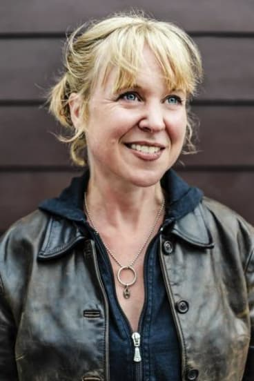 """Kristin Hersh says rock stars who pretend to be """"a little crazy"""" so people think they are artists are liars."""