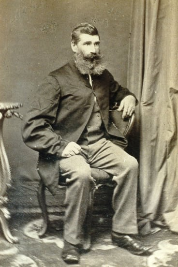 Robert Hewett arrived in Melbourne from England on the Culloden (ship) in 1852. He met his future wife Elizabeth on the 19th century 'love boat'. He and his wife Elizabeth visited a Bendigo photographer sometime in the 1860s for these companion portraits.