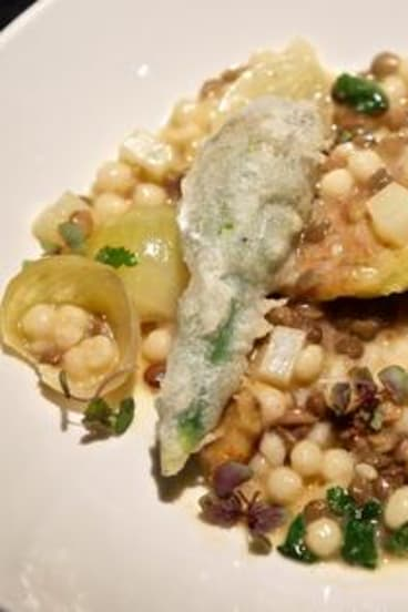 Couscous with lentils, figs and zucchini flowers from Maha.