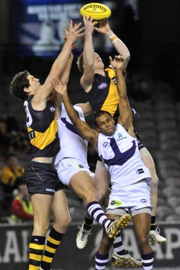 Jack Riewoldt outmarks Dockers, July, 2010.