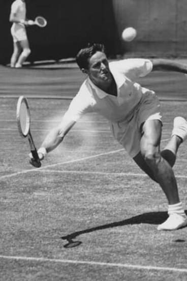 Roy Emerson in action in 1961.