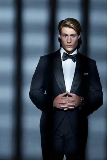 Bond by night.