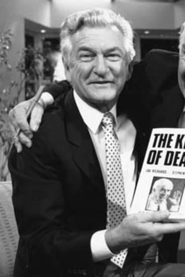 Lou Richards and Bob Hawke in 1989.
