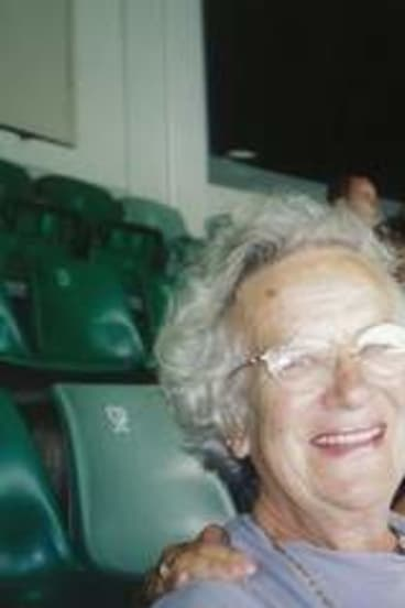 With her mum at the 2000 Australian Open.