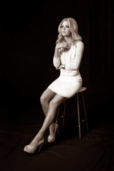 Samara Weaving, daughter of director Simon Weaving.
