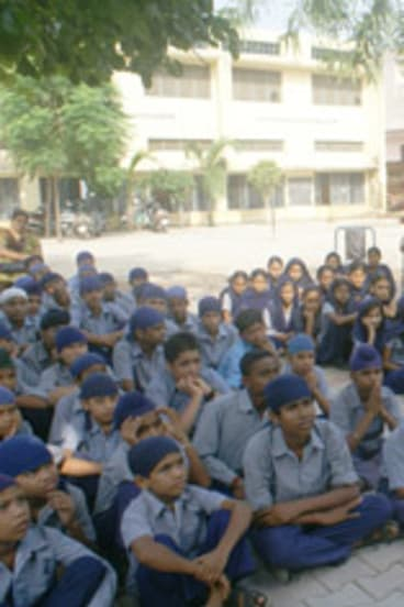 Gurubuster Satnam Singh Daun warns Indian school children about the trickery used by so-called gurus.