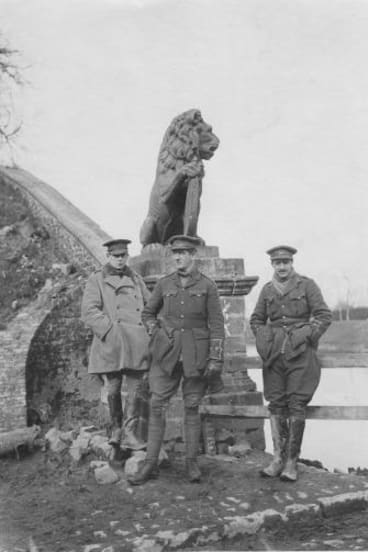 War memorials menin gate lions to return to ypres for passchendaele officers benson hartigan and jackson of the 9th lancers at the menin gate february freerunsca Image collections