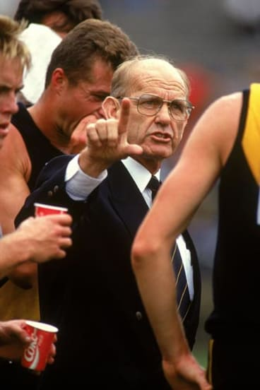 Allan Jeans addresses Richmond players during the 1992 season.