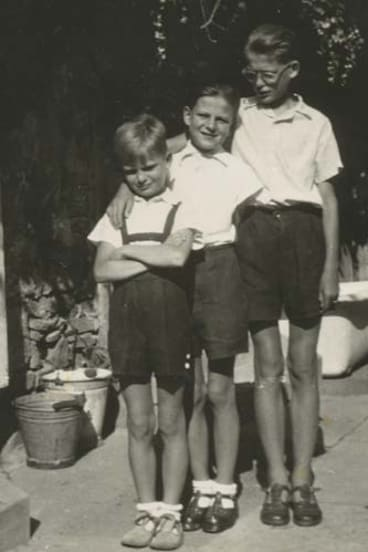 Murray (middle) with brothers Joe and Andrew.