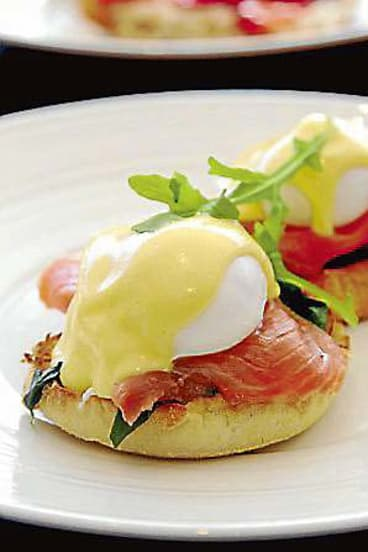 Recommended dishes: Eggs benedict, Greek-style scrambled eggs, coffee.