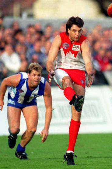 Paul Roos in action against North Melbourne at Princes Park.