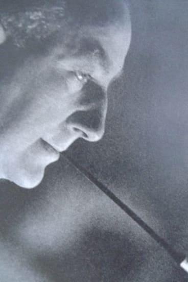 <i>King Kong</i> creator Edgar Wallace with his trademark cigarette holder.