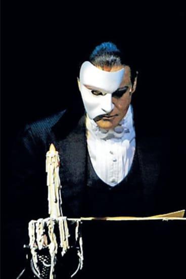 Anthony Warlow in <i>The Phantom of the Opera</i>.