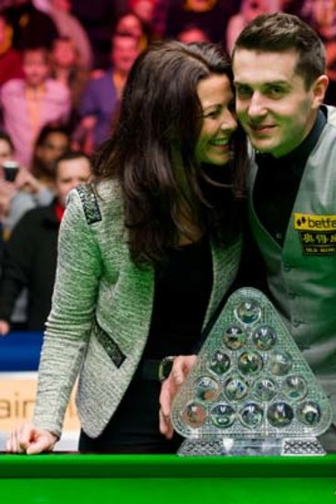 Selby downs Robertson in snooker final