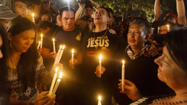 A midnight candlelight vigil at Cilicap held to coincide with the execution of Andrew Chan and Myuran Sakamaran and six others.