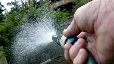Sydney braces for water restrictions as dams drop