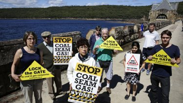 Anti-CSG protesters at Cataract Dam.