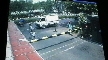 A video grab shows a minivan authorities say was loaded with explosives and responsible for an bombing attack on the Australian embassy in Jakarta.