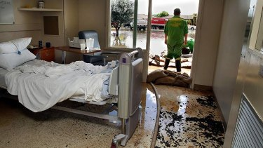 The Numurkah Hospital iss evacuated while SES workers pump water and sand bag the area.