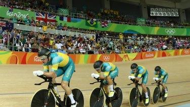 The men's team in the pursuit.