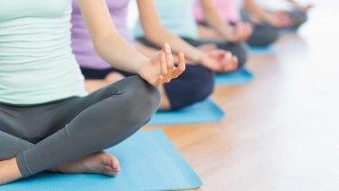 Nudist yoga