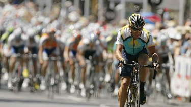 Lance Armstrong rides in the sixth and final stage of the Tour Down Under in Adelaide on January 25, 2009.