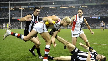 Nick Riewoldt menaces Collingwood in Round 7 last year.