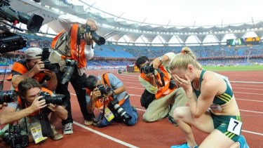 Sally Pearson  may run in the 4x400m relay just a day after winning the 100m hurdles.