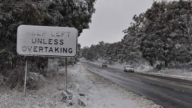 Snow lined the road between Lithgow and Bathurst this morning.