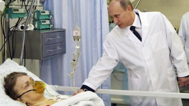 Vladimir Putin visits a survivor of the explosions at Botkinskaya hospital in Moscow.