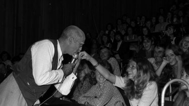 Alf Garnett (aka Warren Mitchell) performs before some 300 people at Macquarie University as part of the uni's Orientation Week, 5 March 1972.