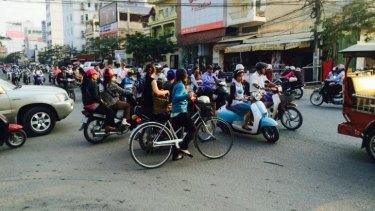 No give way: Phnon Penh traffic
