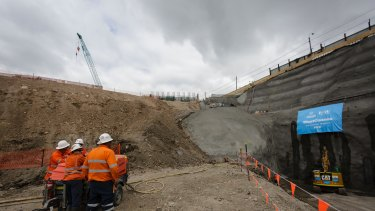 Sydney's WestConnex project has cost estimates significantly lower than experience would indicate, the Productivity Commission warns.