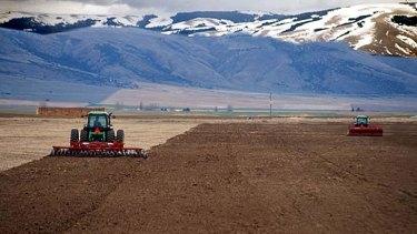 US bank regulators have started ringing alarm bells about high farmland prices.