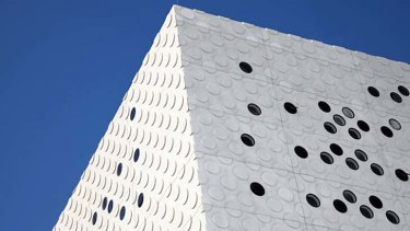 H20 architects' concrete panels used at Swinburne's advanced technologies centre.