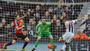 West Brom's Solomon Rondon, right, beats Manchester United's David De Gea, centre, to score against Manchester United.