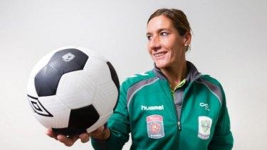 Canberra United has re-signed coach Liesbeth Migchelsen.