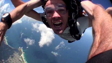 """High way to recovery ... Steve Tucker went skydiving in an emotional """"purge""""."""