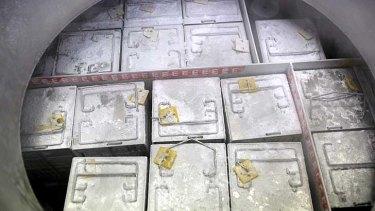 Deposits: Tissue samples in a nitrogen vapour tank.