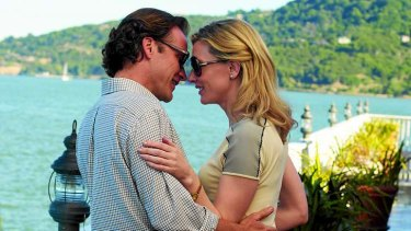 Dwight (Peter Sarsgaard, left) and New York socialite Jasmine (Cate Blanchett)