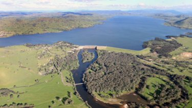 The Hume Weir, near Albury-Wodonga, inundated with water.
