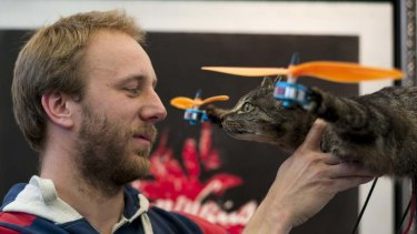 Bart Jansen built the Orvillecopter together with radio control helicopter flyer Arjen Beltman.